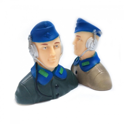 1/7 Scale Pilots Figures with Headset L57*W29*H57mm
